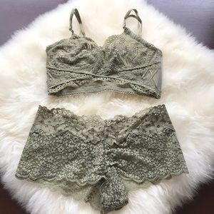 NWT Victoria's Secret green Bralette Panty Set